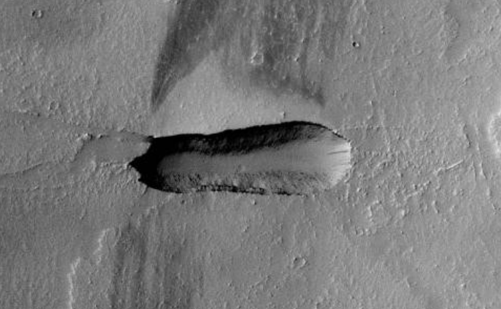 Artificial trench found in deep desert region on Mars