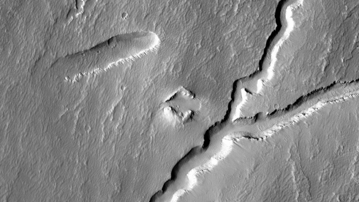 Ancient Chevron-Shaped Ruin found on Mars (B05_011413_1790_XN_01S113W - Actual Size)
