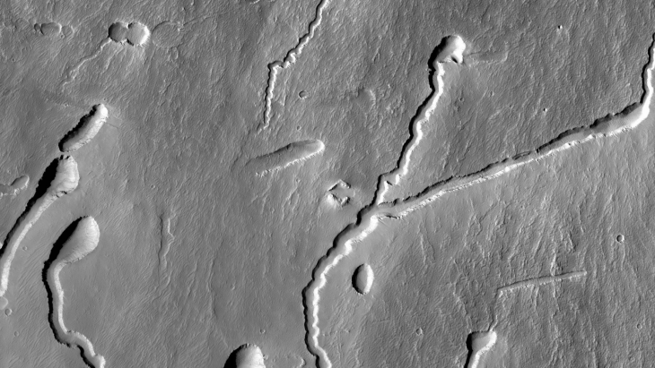 Ancient Chevron-Shaped Ruin found on Mars (B05_011413_1790_XN_01S113W - Closer View)