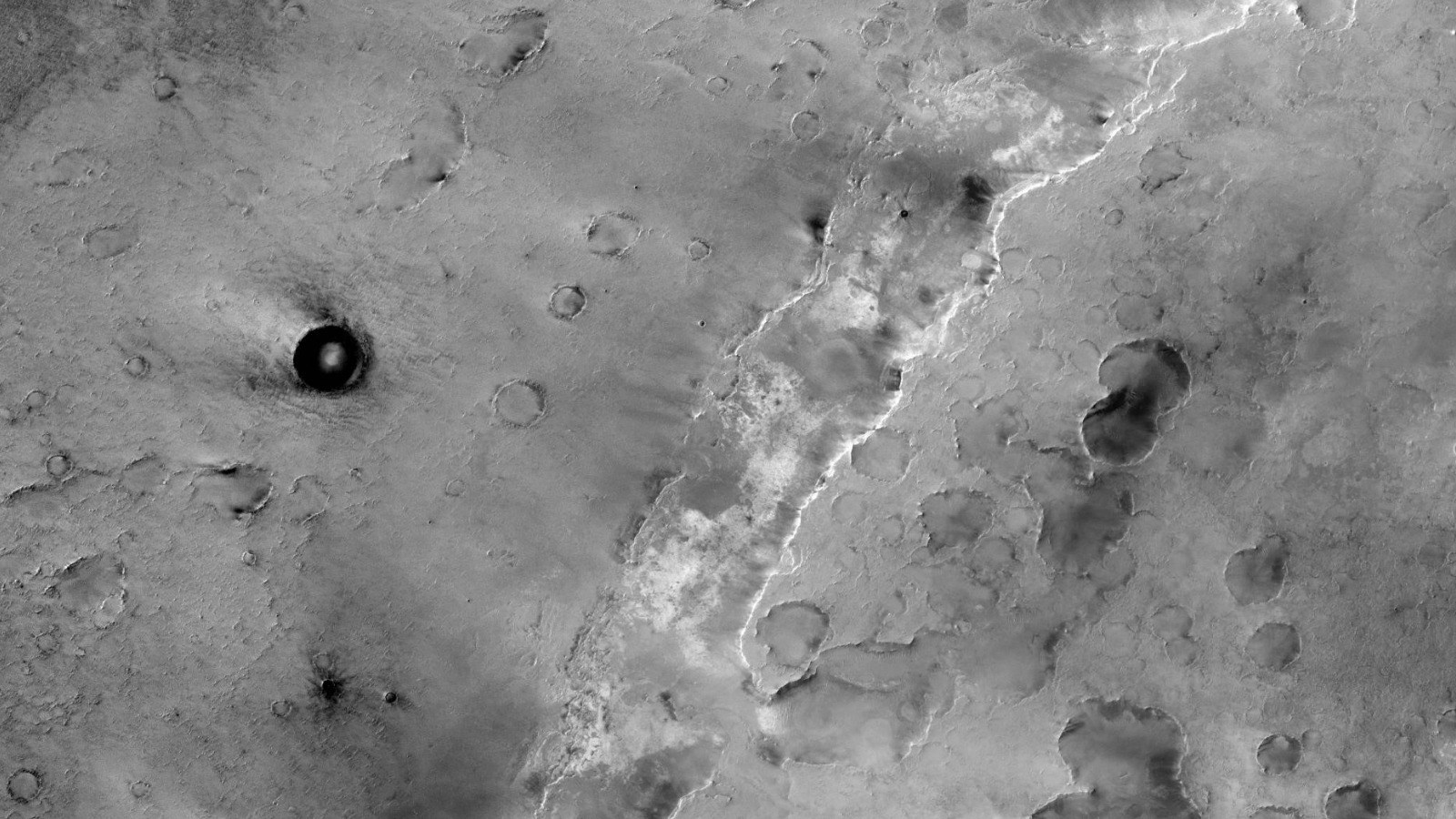 Self-illuminating sphere in Martian crater – Mars Anomalies