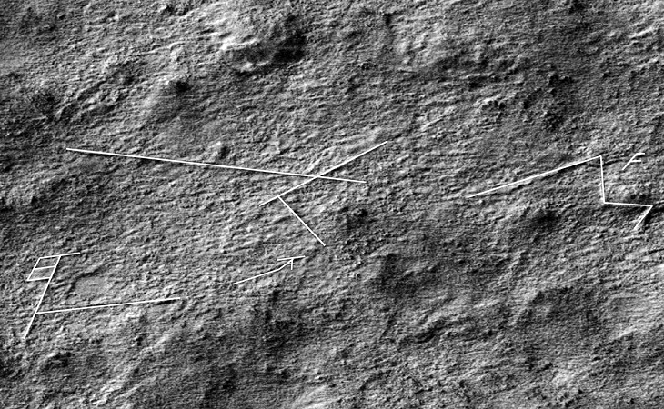 Geometric line pattern on Martian surface