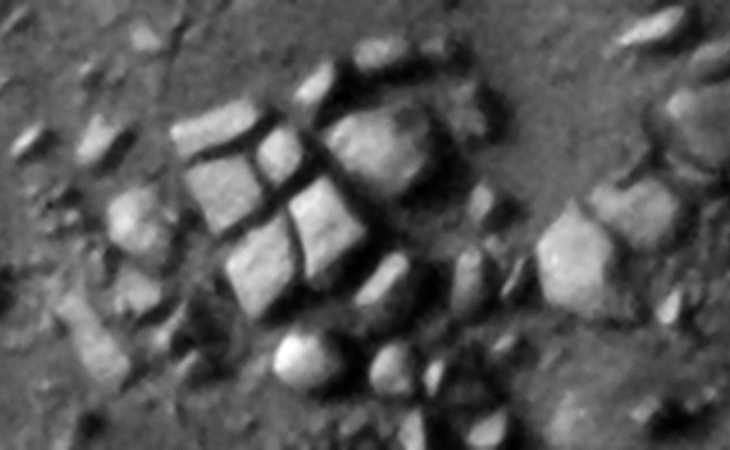 Megalithic blocks that have moved apart