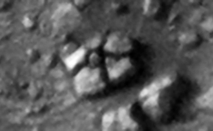 Five megalithic blocks arranged around a smaller block