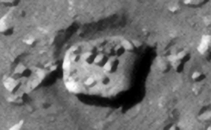Euripus Mons on Mars: Huge megalithic object with rows of 'knobs' - Click for original image at 1:1 scale