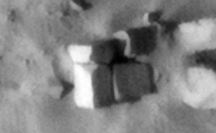Megalithic blocks on Mars (10 x 10 metres per side) - Source: ESP_038184_1815