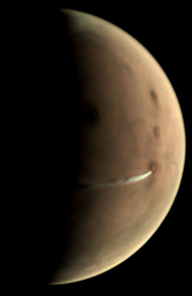 Elongated cloud on Mars, source: esa