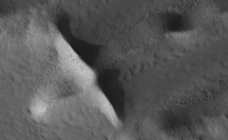 NASA calls this an 'Inca City' on Mars: 'Cross' (PSP_006204_0985)