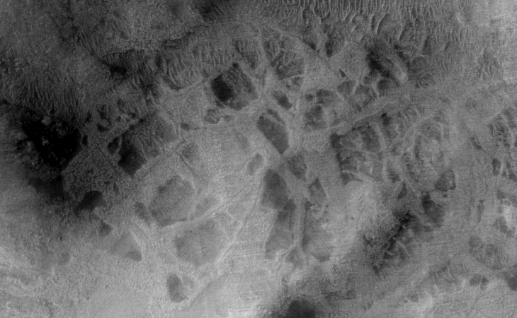 HiRISE (ESP_026795_1470): Photograph acquired on 14 April 2012