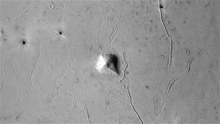 Derelict Pyramidal Structure found on Plains of Mars (P13_006274_1853_XN_05N201W - Actual Size)