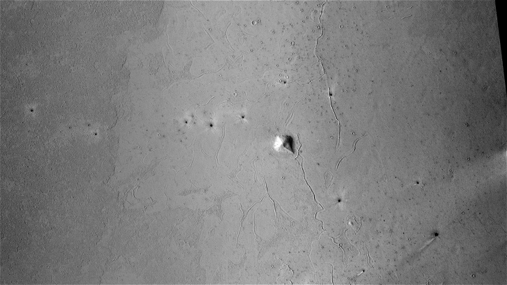 Derelict Pyramidal Structure found on Plains of Mars (P13_006274_1853_XN_05N201W - Closer View)