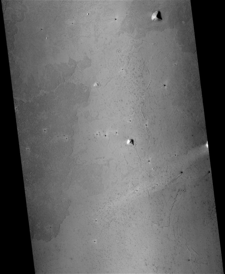 Derelict Pyramidal Structure found on Plains of Mars (P13_006274_1853_XN_05N201W - Zoomed Out)