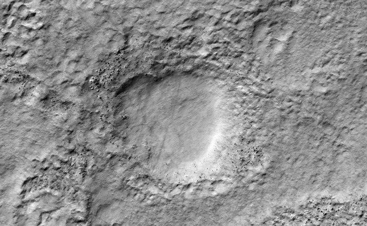 Hole/pit/crater in the immediate area (PSP_007860_1470)