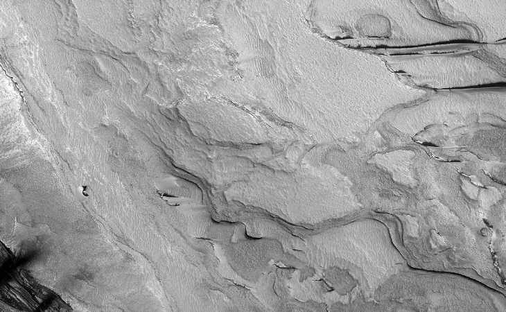 Strange Parallel Lines found on Mars